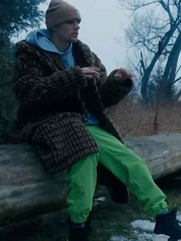 Justin Bieber Changes Coat